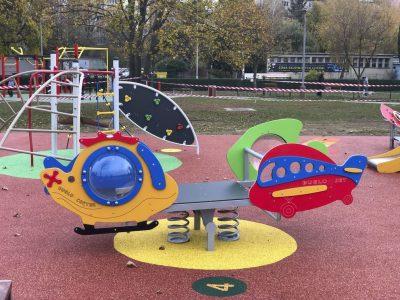 Pružinová hojdačka pre dve deti s vrtulníkom, lietadlom a rybkami A5023