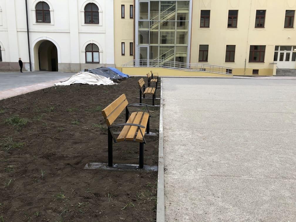 Mobiliár k detským ihriskám